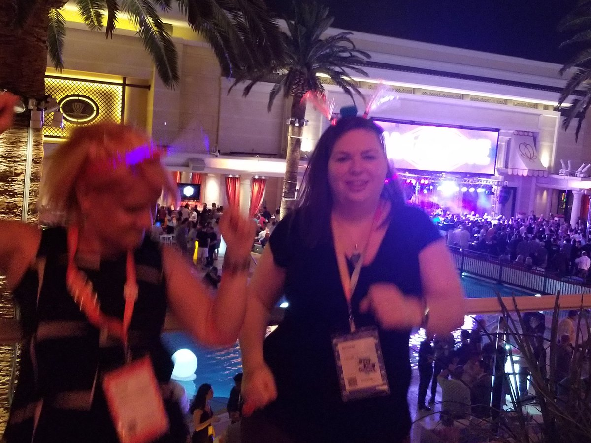 socialryan: Favorite pic of the night, @TaxJarJenn and @sherrierohde breaking it down at the Legendary Event! #MagentoImagine https://t.co/iMdaDleJRN