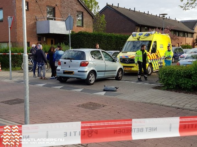 Fietser geschept door auto https://t.co/HcOMBosab8 https://t.co/1elwxuSjMl
