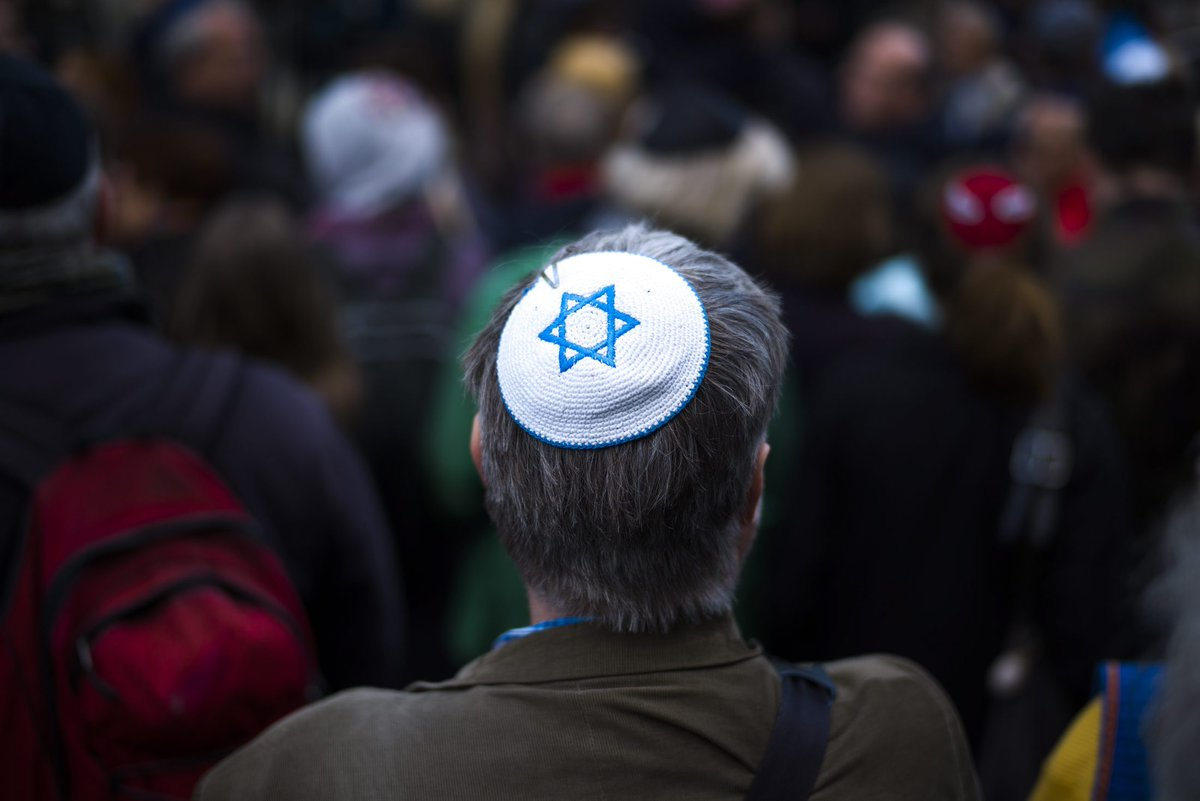 RT @haaretzcom: Over 2,000 Attend 'Wear a Kippa' Protest in Berlin After anti-Semitic Attack https://t.co/eSuFws7ta7 https://t.co/yX5aSpAf0K