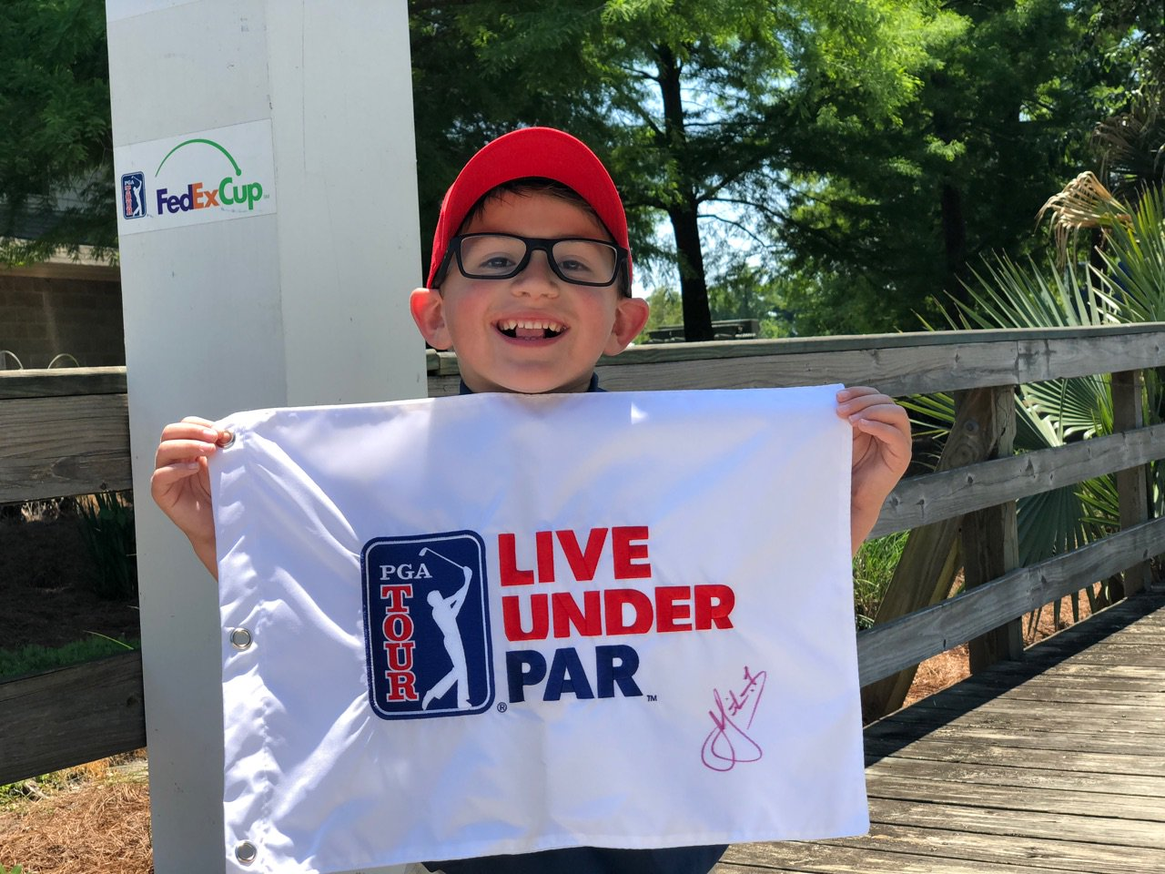 This is Micah. Micah made some friends today.  #LiveUnderPar https://t.co/YjVtNK8gAA