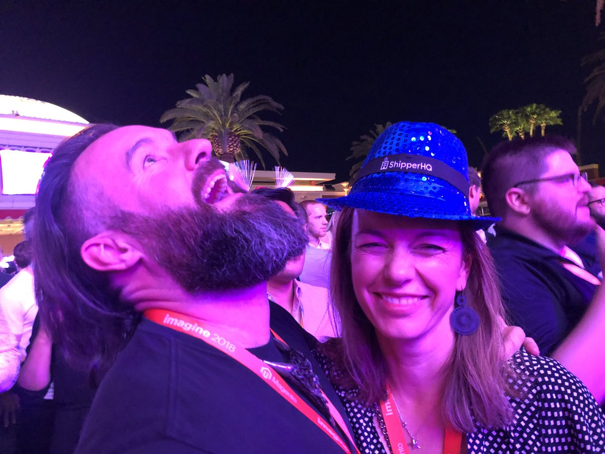 wsakaren: I think this is my favorite photo of the whole conference. #MagentoImagine  #itTakesACommunity https://t.co/iQRaotdJyP