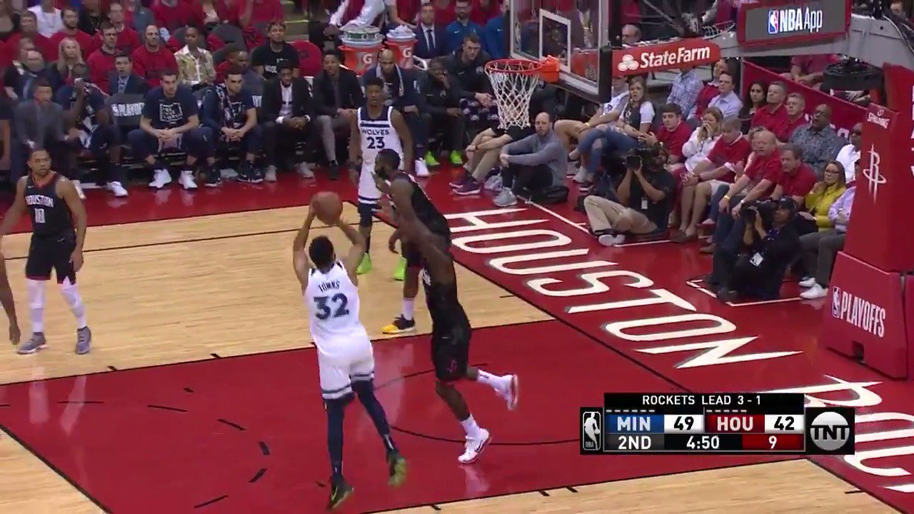 KAT with the footwork in the post!   #AllEyesNorth   ��: @NBAonTNT https://t.co/ip3eSw6XiZ