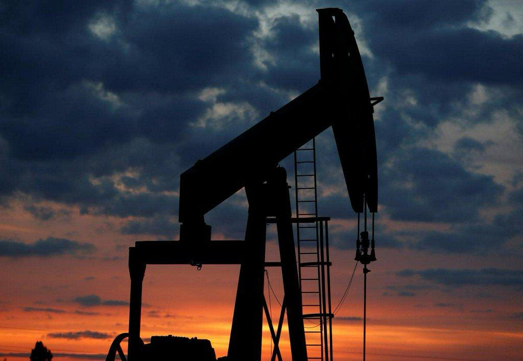 Oil prices rise on Iran sanctions worries, falling Venezuelan output https://t.co/Jl4OnQB9Yw https://t.co/7tGPdtNPaJ