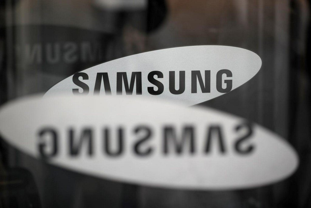 Samsung Electronics flags mobile weakness as chips power record first-quarter profit https://t.co/h8NN8orWcS https://t.co/r8hlrzXJHd
