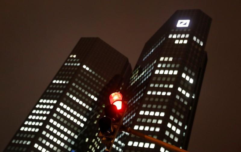 Deutsche Bank to scale back investment bank as profits drop https://t.co/gXK83VRWmZ https://t.co/r6L2wUgPE2