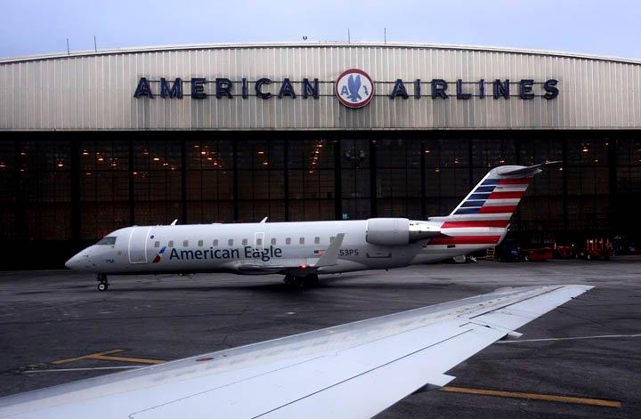@BroadcastImagem: American Airlines tem queda no lucro do 1º trimestre e reduz projeções. John Minchillo/AP