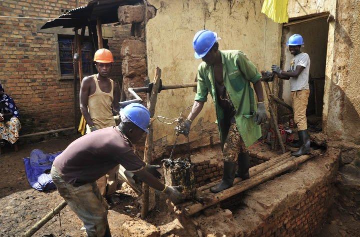 @BroadcastImagem: Valas descobertas em Ruanda podem conter mais de 2 mil corpos do genocídio de 94. Eric Murinzi/AP