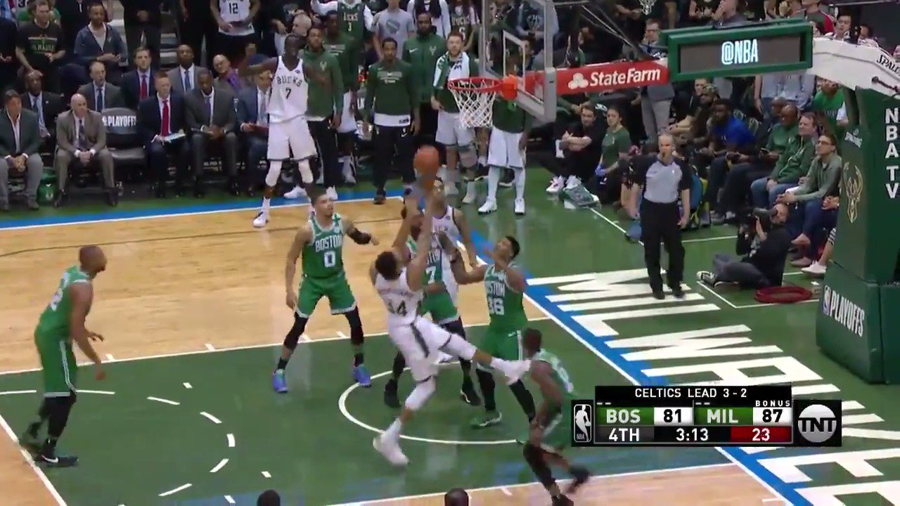 Giannis cleans up the mess!  #FearTheDeer 91 | #CUsRise 81  2:09 to go in the 4th on @NBAonTNT https://t.co/bx4RhcJ8yv