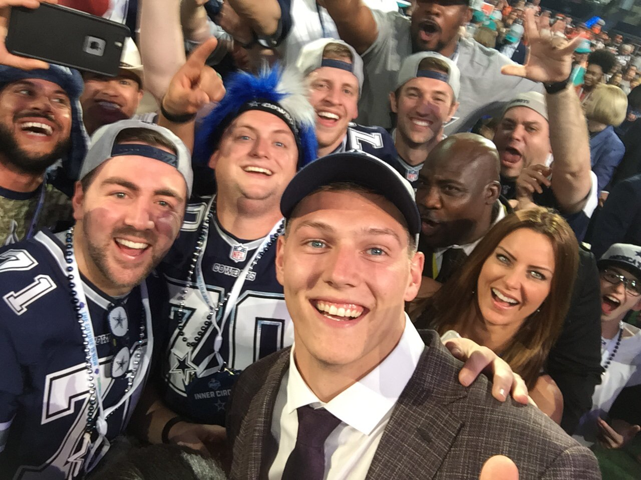 #LeightonVanderEsch!! @dallascowboys @VanderEsch38 #NFLDraft  ��: NFLN/FOX/ESPN https://t.co/bA7MPdRTcU