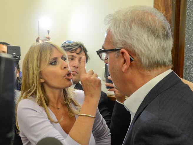 Risultati immagini per rissa sfiorata tra Alessandra Mussolini e il sindaco Carancini