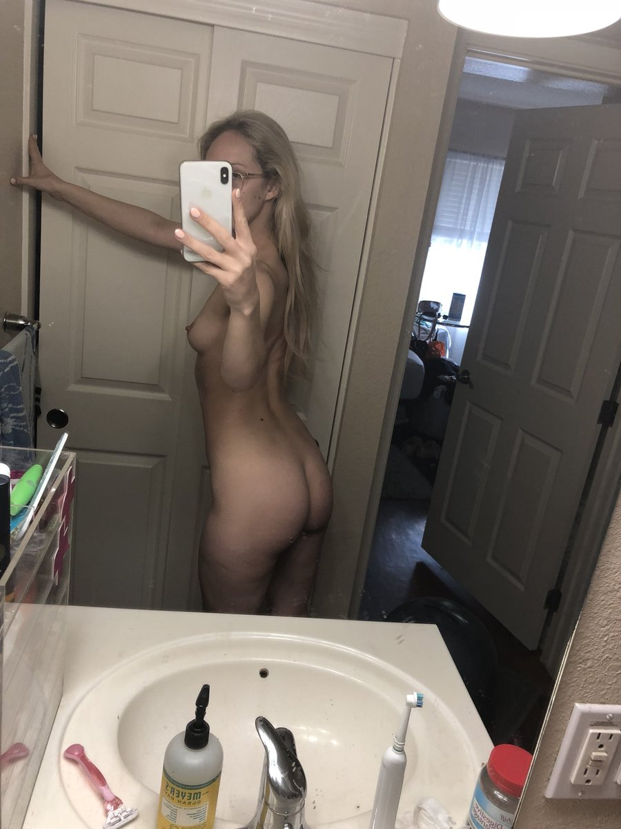 2 pic. Naked photos in the mirror 💕 6Sr1IWhvBV