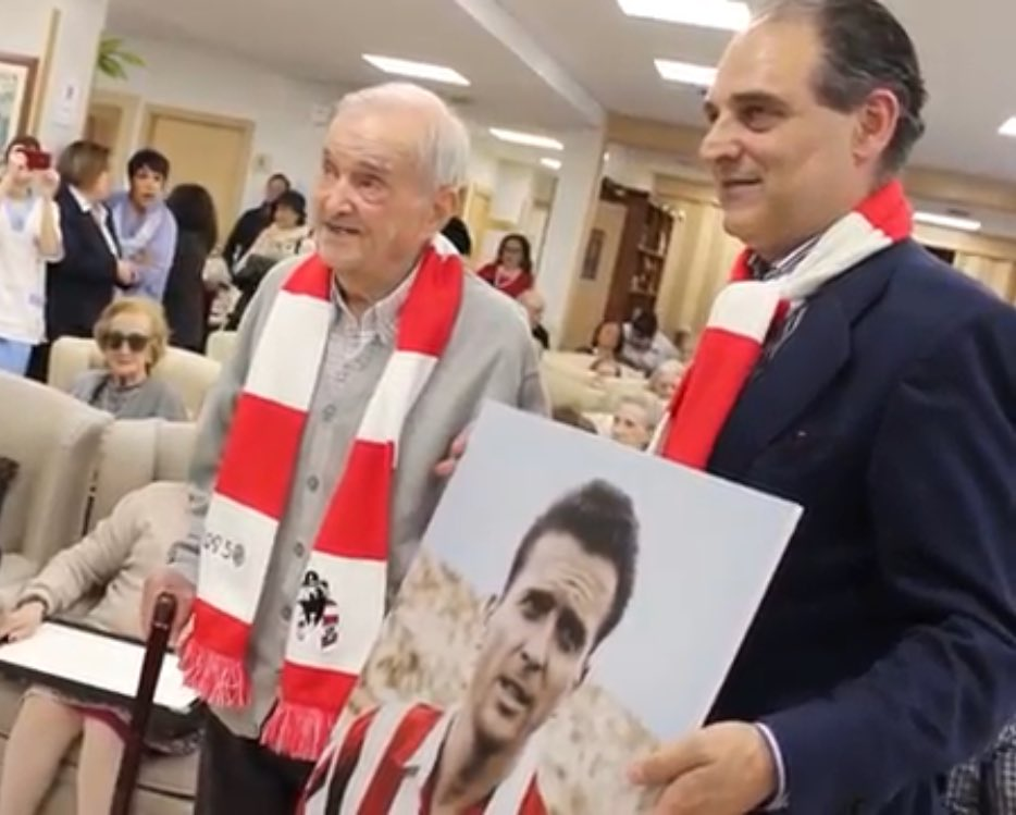 """test Twitter Media - Un homenaje muy especial y emotivo de @Los50Atleti a Miguel González """"El Palmero"""" en @GrupoBallesol @Atleti #mayores #benditaafición #derrochandocorajeycorazón https://t.co/qgcUwKfKM9 https://t.co/gb9o5xwxPo"""