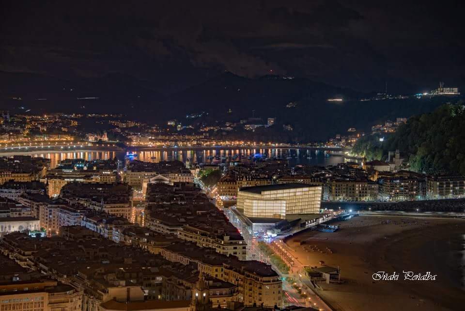 Donosti night. 📷🥇 Iñaki Peñalba @inaki_penalba  #sansebastian #Donostia https://t.co/5E2mWBeLQf