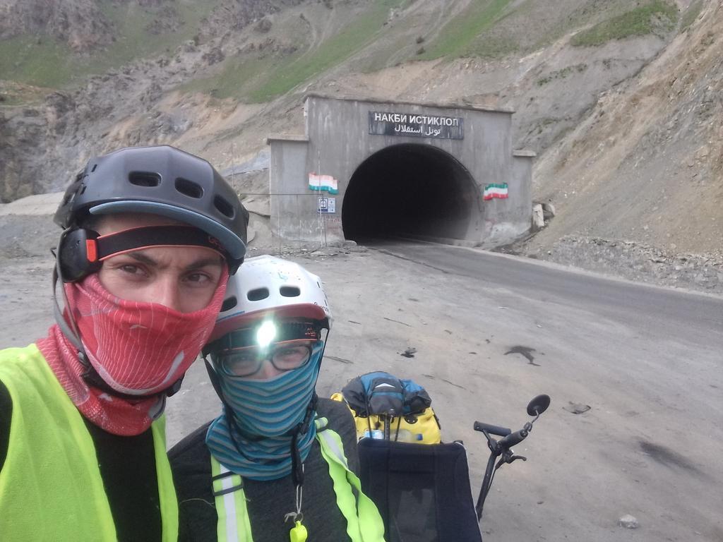 5 km de tunnel sans éclairage ni ventilation : comme à la mine ! / 5km tunnel without light and ventilation