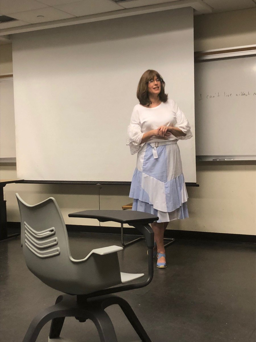 """test Twitter Media - Last week, TNI Director of Business Development, @cindy_wiesel taught a class on """"Utilizing Negotiation to Prepare for Persuasive Arguments"""" @BaruchCollege.   Special thank you to @CheyenneVC for inviting her to speak to your students!   @CUNY #Negotiation #WINSummit https://t.co/4PWQB4RD94"""