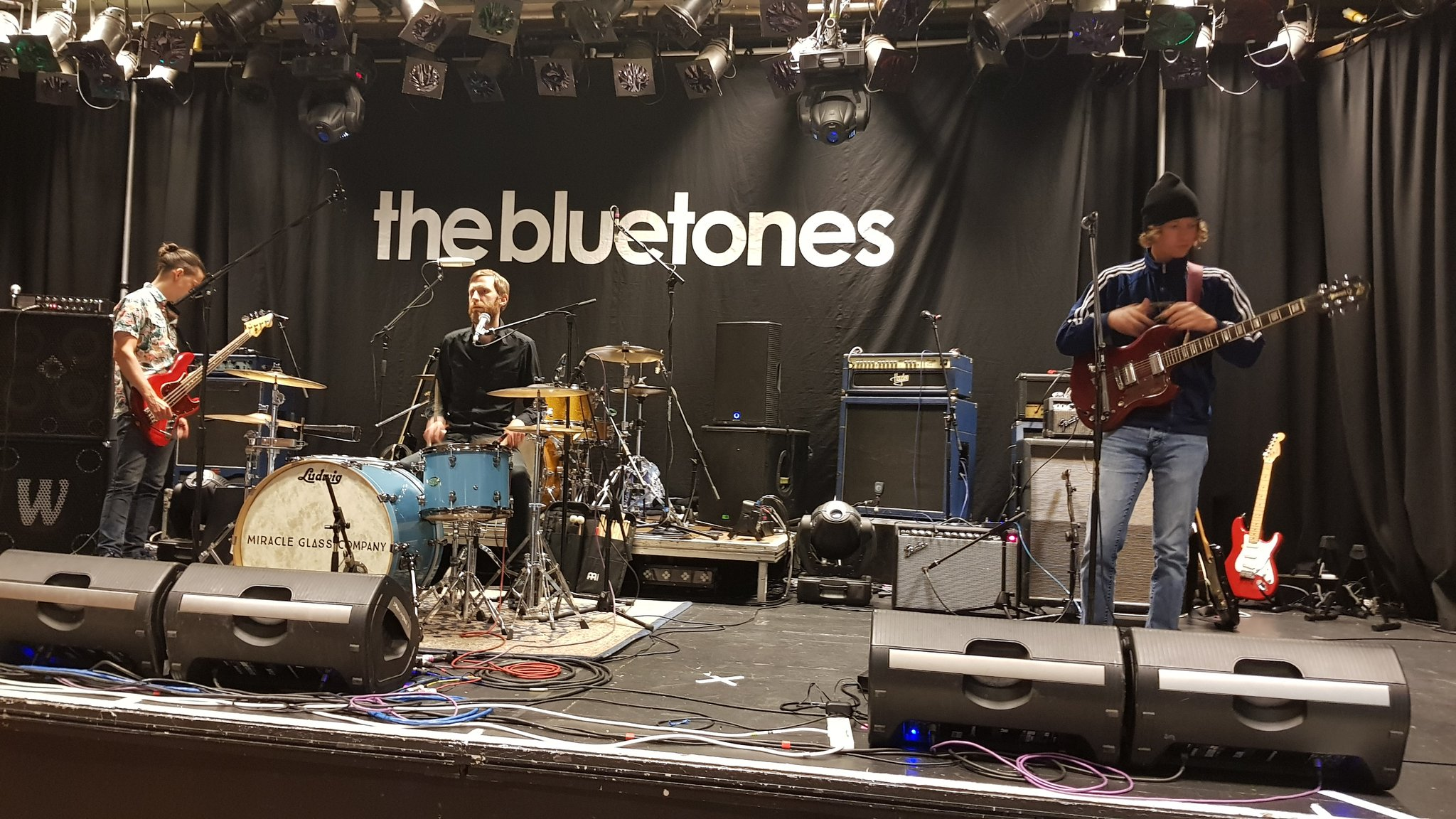 Soundchecking @MiracleGlassCo  Supporting @TheBluetones at @KingGeorgesHall Blackburn. See you there @BluetonesFanz https://t.co/KPtDjKt86F