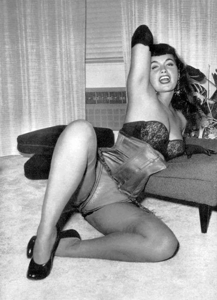 Open up and say BETTIE!!! 😻❤️🔥 #BettiePage #pinupqueen #vintage #lingerie #legs 4nEd6pA