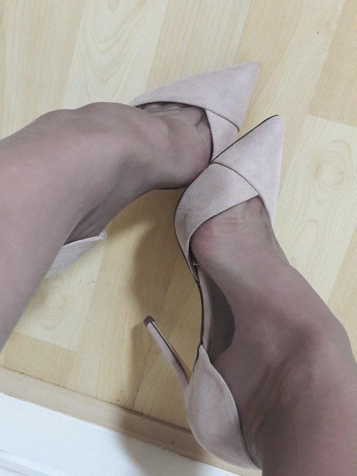 4 pic. #feet and #nylonfloat 👌 #higharches and #toecleavage 👸 M3KIgHjI5v