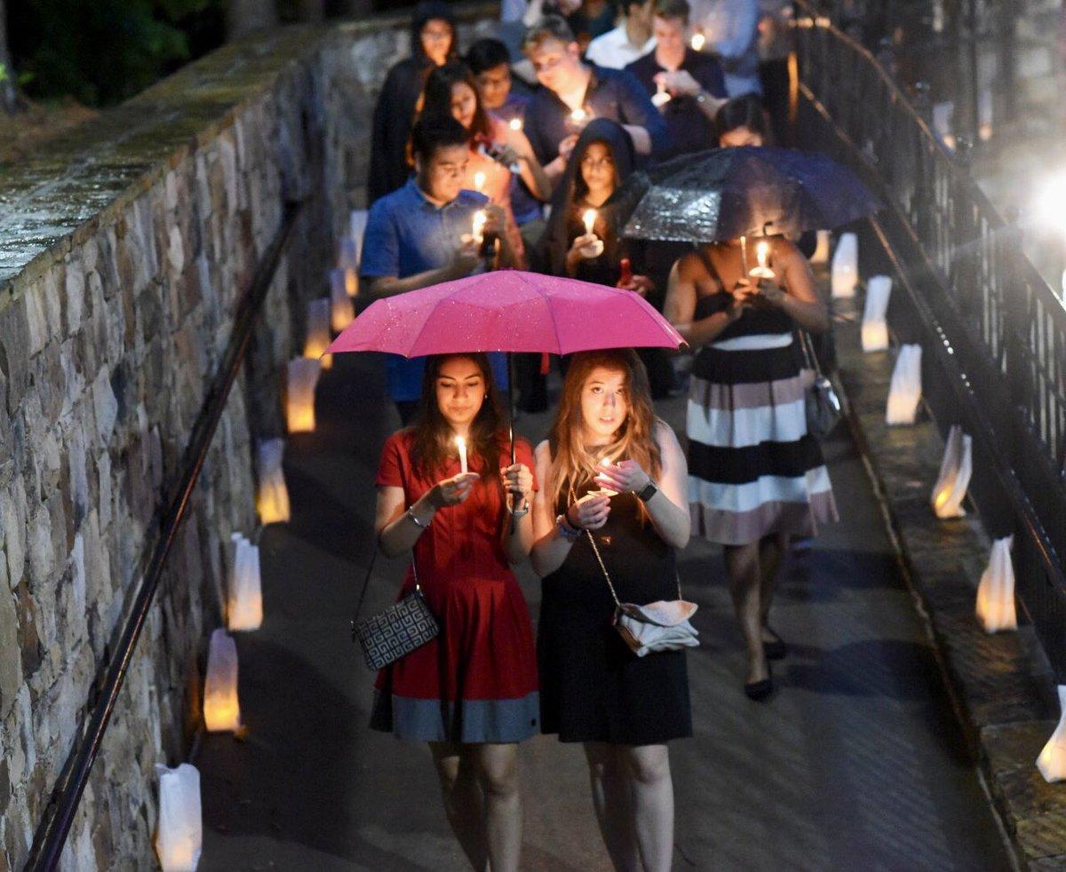RT @EmoryAlumni: Rain didn't stop #Emory2018 from participating in this #Emory tradition!  #AlwaysEmory #EmoryUniversity https://t.co/rhWPr…