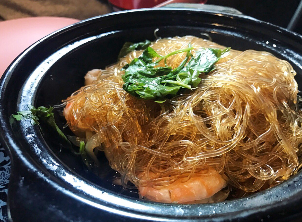 Kung Op Wun Sen at #pokpokpdx - Wild caught gulf prawns baked in a clay pot over charcoal with pork belly, lao jiin, soy, ginger, cilantro root, black pepper, Chinese celery and bean thread noodles. Served with naam jiim seafood // photo by @matamadu https://t.co/JI2P3lfe7x