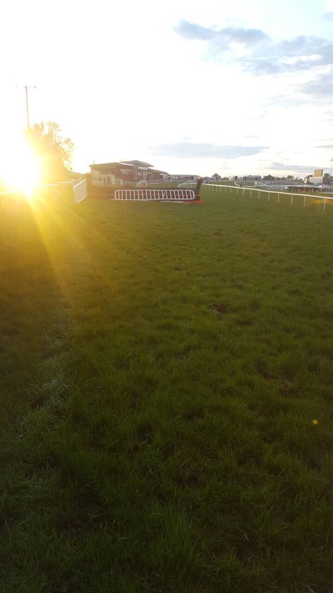 test Twitter Media - Sunset at the first here at @KilbegganRaces  #ComeRacing https://t.co/Vve7ie5X6G