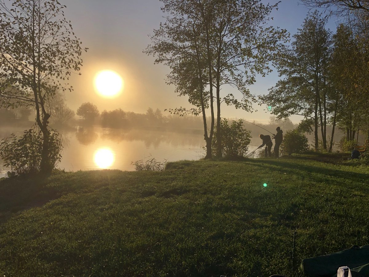 Glory on the bank! #fishing #carpfishing #golden moments #outdoorlife https://t.co/TrUlmA3hwD