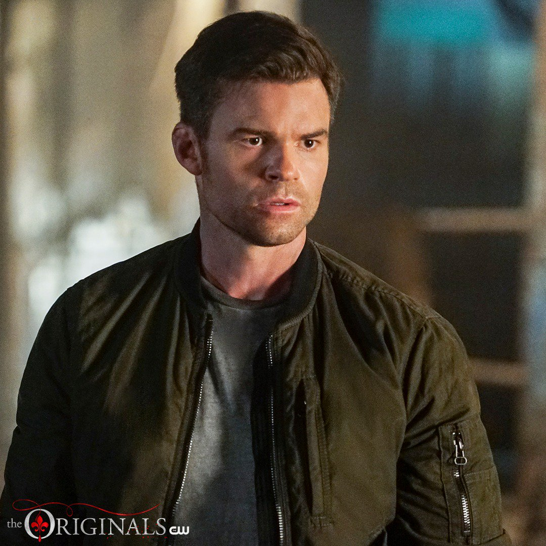 Elijah's past will always haunt him. New episode directed by @JosephMorgan TONIGHT at 9/8c on The CW! #TheOriginals https://t.co/BFepZ26jCd