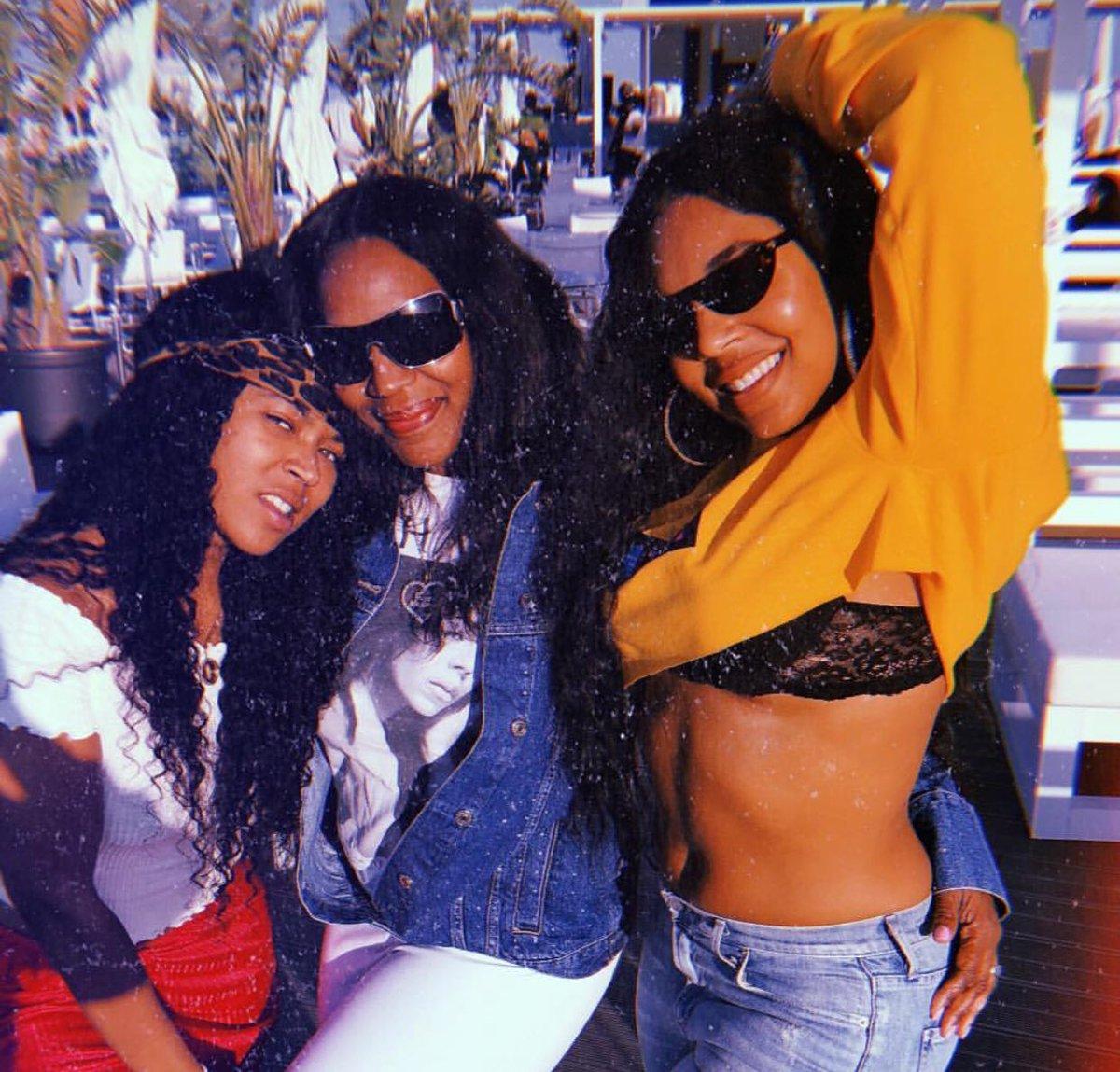 RT @ashantixtra: #Malta sun ???? with @ashanti mom & sister #Ashanti #ashantidaily https://t.co/MELFgRIVqO