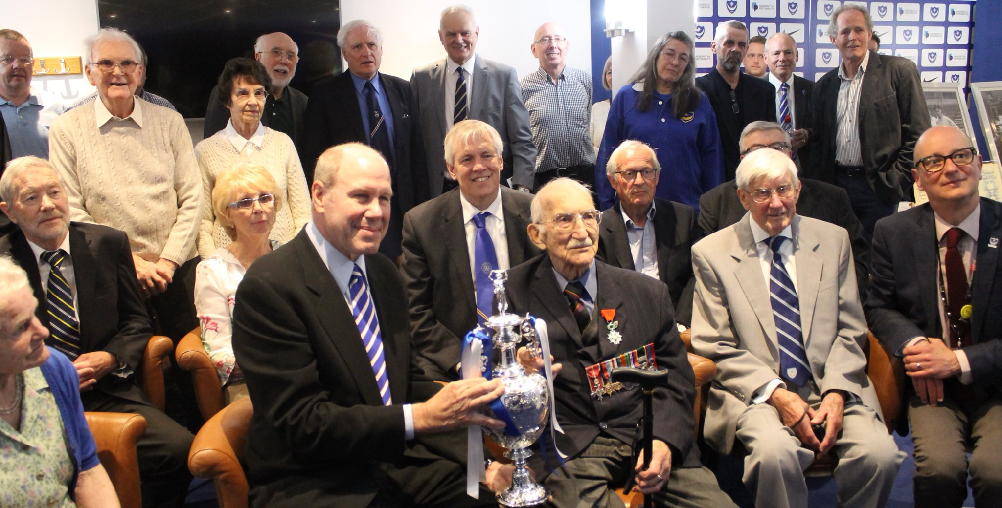 A proud moment for @PompeyHistory as the replica 1948/49 Division 1 trophy is unveiled in the Fratton Park boardroom. Thanks again to all our supporters and volunteers. #Pompey #PompeyHistory https://t.co/bxc1MXN06t