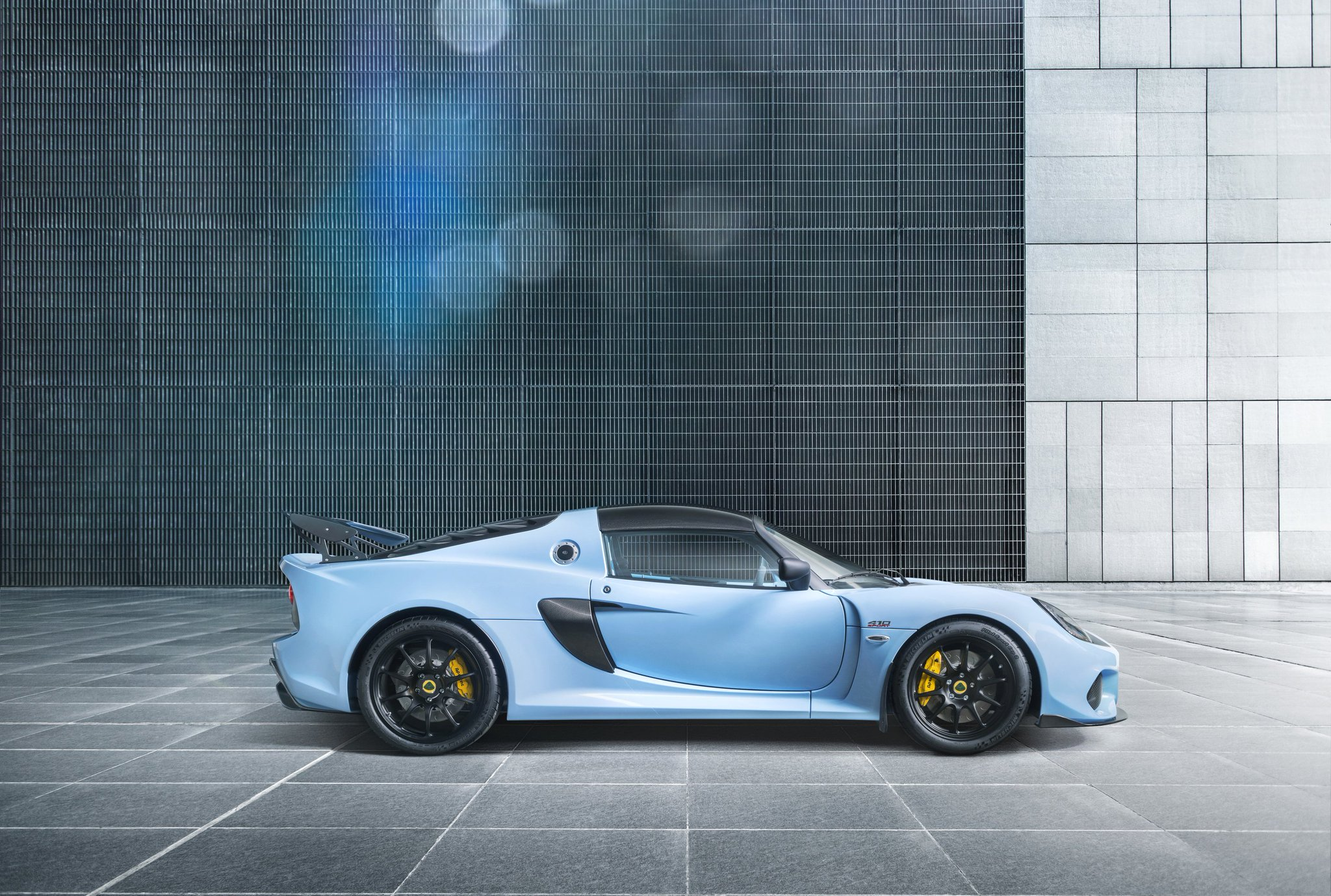 As with all Lotus cars, the Exige Sport 410 has outstanding handling and lightweight agility engineered into its very DNA. #Lotus70 #LightisRight #Performance https://t.co/ekNcnI3yD7