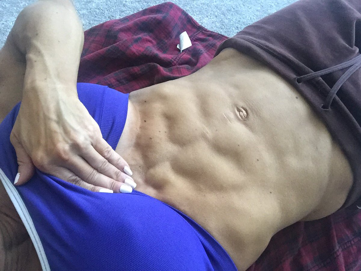 2 pic. Morning abs! Drop down to the floor and do some stretching and crunches with me! /