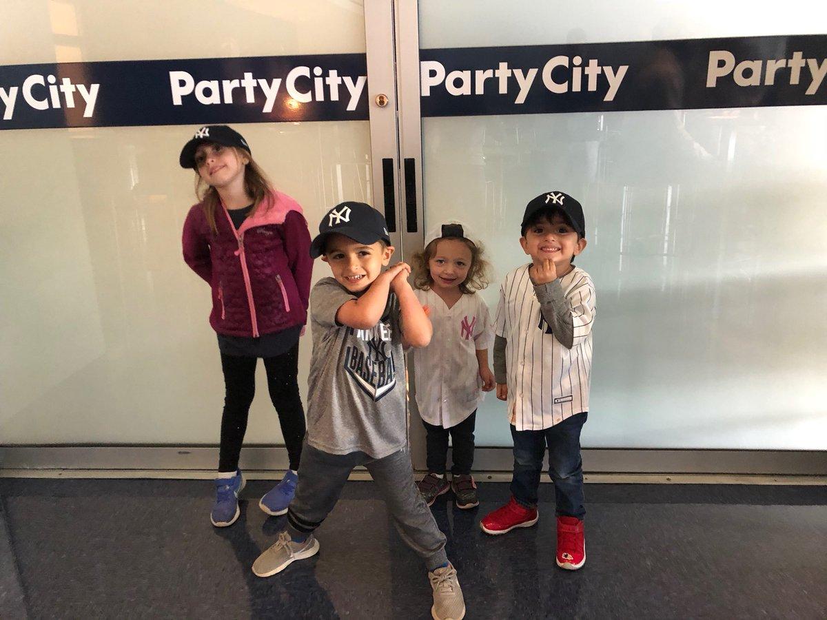 RT @RomerDebbas: Romer Debbas next generation at @Yankees game today. https://t.co/z88c0KaiZp