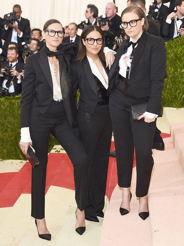 Lewks with @JenniKonner, Jenna Lyons...and I guess @joejonas too. #MetGala https://t.co/A1gSbThwbc
