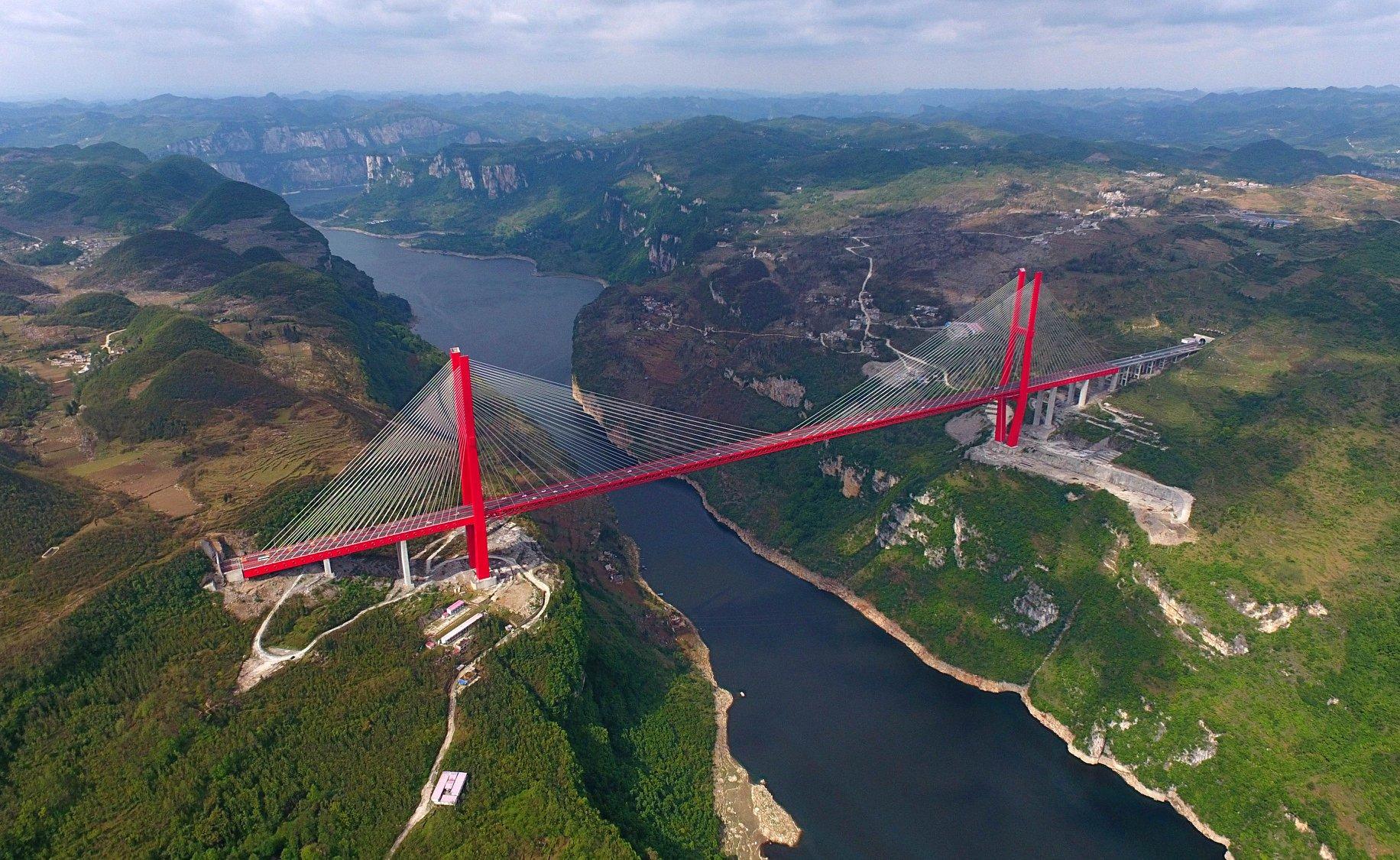 Este es el #PuenteYachihe de la carretera Guiyang-Qianxi, en la provincia de Guizhou, en el suroeste de China. #HitosDeLaIngeniería https://t.co/PL4aT6a8Ms