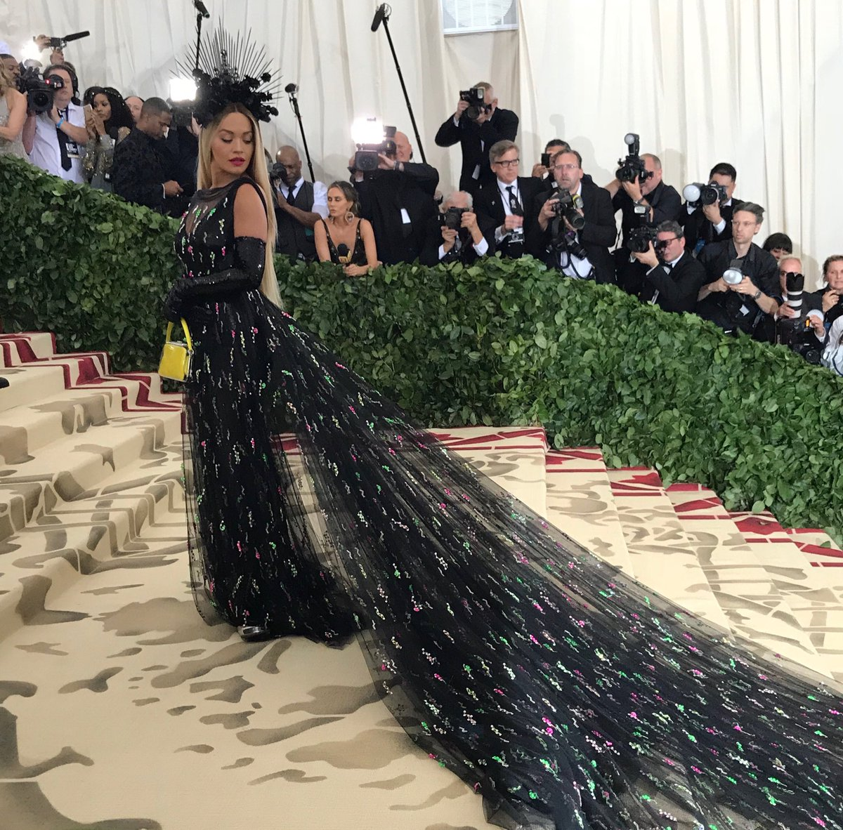 RT @metmuseum: Actress and singer Rita Ora looks exceptional on the #MetGala red carpet. @RitaOra #RitaOra https://t.co/vqUiQMYe0q