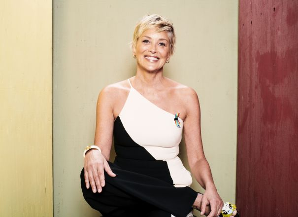 RT @DEADLINE: Sharon Stone Joins Patrick Brice's Dark Comedy 'Corporate Animals' – Cannes https://t.co/rxxWllicTF https://t.co/8fQNVdZ2Bg