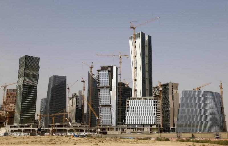 Big Gulf Arab economies may be winners as U.S. exits Iran deal
