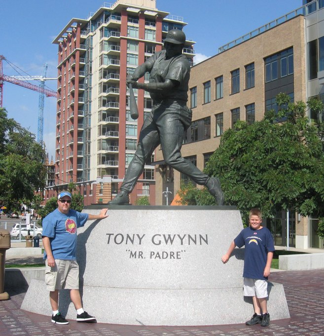 Happy Birthday Tony Gwynn. This pic has been in my phone since 2008.