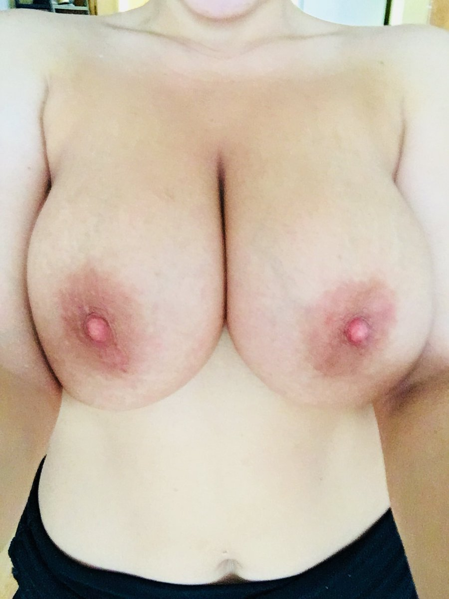 Spitting drool all over my tits today for 😈 #staytuned 8RNWcP4GdW