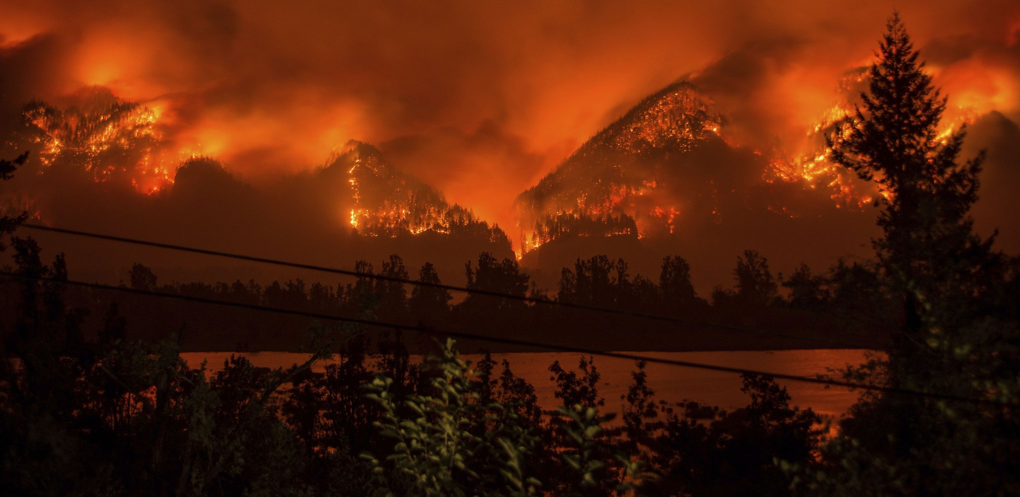 Judge: Teen must repay $37,000,000 for starting Oregon wildfire https://t.co/mCZTI4rItq https://t.co/FKeNigjFrF