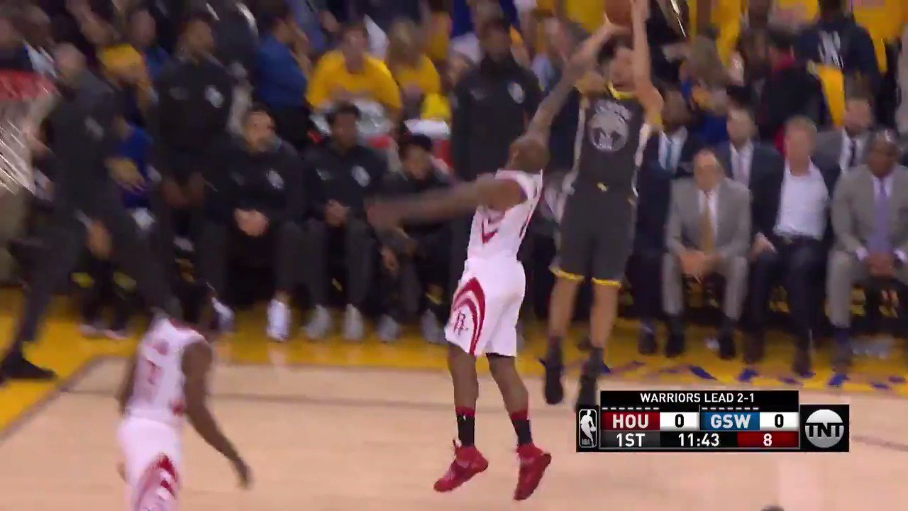 Klay Thompson jumper to get Game 4 underway!  #DubNation x #Rockets  ��: @NBAonTNT https://t.co/kN668Frynd