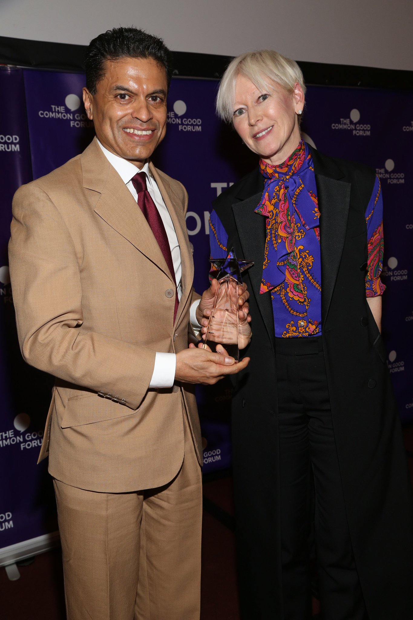 """It's so much fun to actually present an award where the candidate actually deserves it,"" @JoannaColes, Chief Content Officer for Hearst Magazines and friend for 20 years, said as she presented @FareedZakaria with the American Spirit Award for Thought Leadership. https://t.co/HmjXgBoV0V"