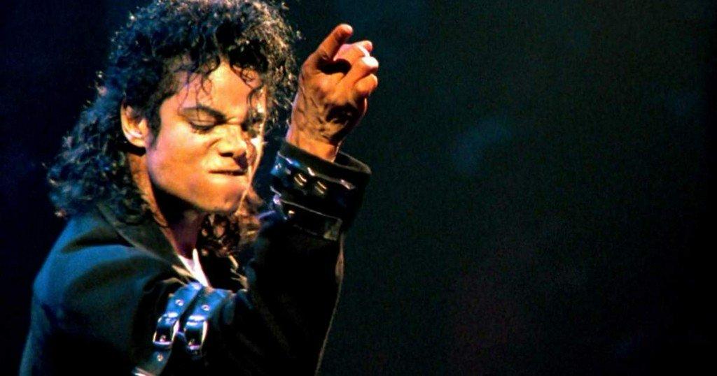 The biomechanics behind Michael Jackson's impossible dance moves https://t.co/m16wYnsRFf https://t.co/b7GCiELgMo