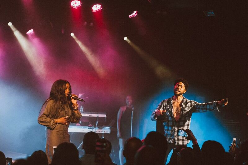 test Twitter Media - Thank you #LosAngeles @theroxy #SOLDOUT. So grateful y'all. Real talk. Thank you to my beautiful sister @EstelleDarlings for always showing up. I just love you. 🙏🏿🖤🙏🏿 next stop #Philadelphia this Friday, May 25. See you there. #SumOfMyMusicTour 📸 @mckennabryn https://t.co/8SJtaLJlAT