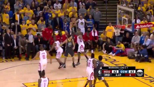 Give it up, relocate, SPLASH!  Curry is up to 14 PTS in the 3rd on @NBAonTNT   #DubNation https://t.co/pWk3S1YOPb
