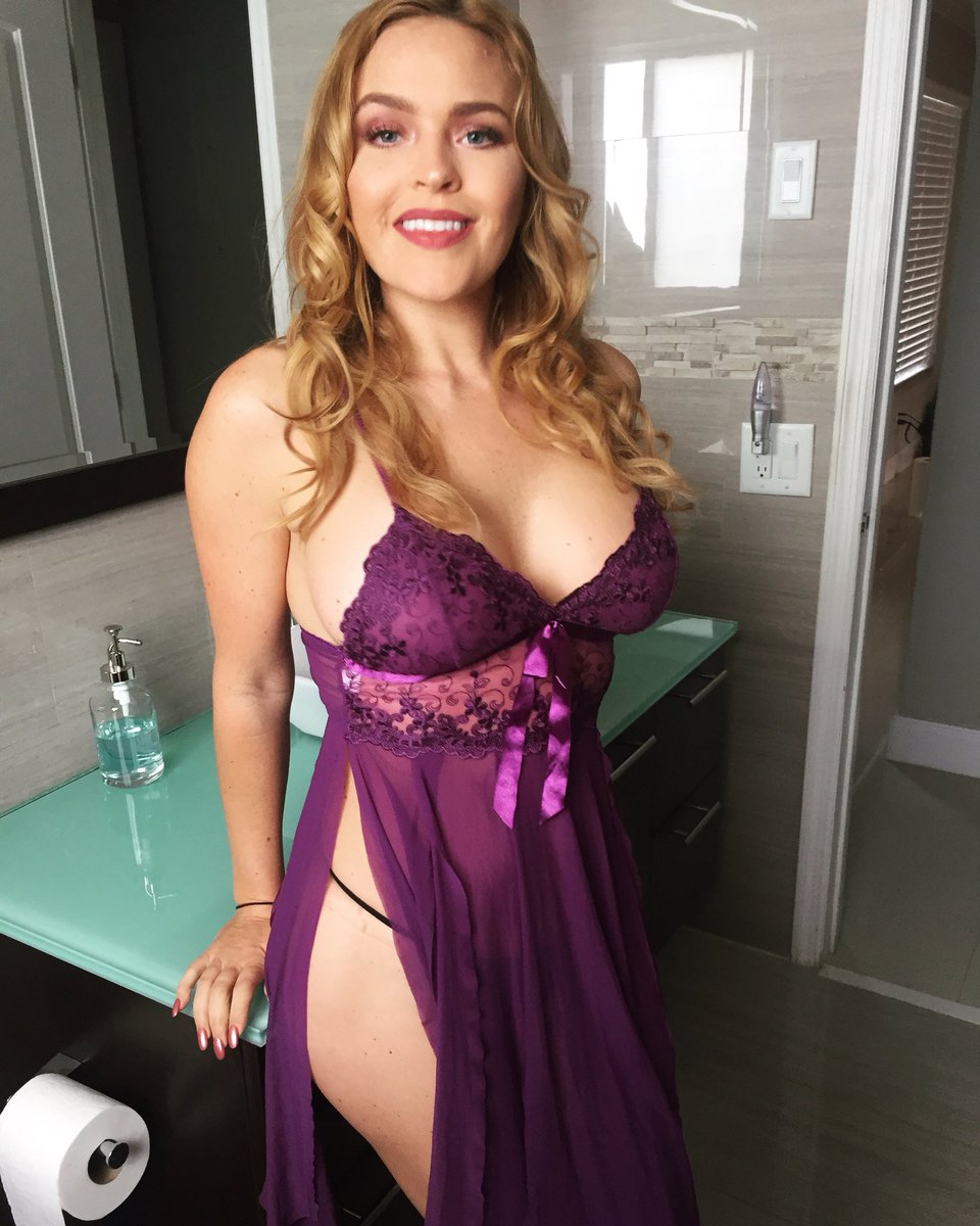 Who wants to join me on WEBCAM?! I'm deciding which site to go with. What's YOUR favorite cam site? #webcam
