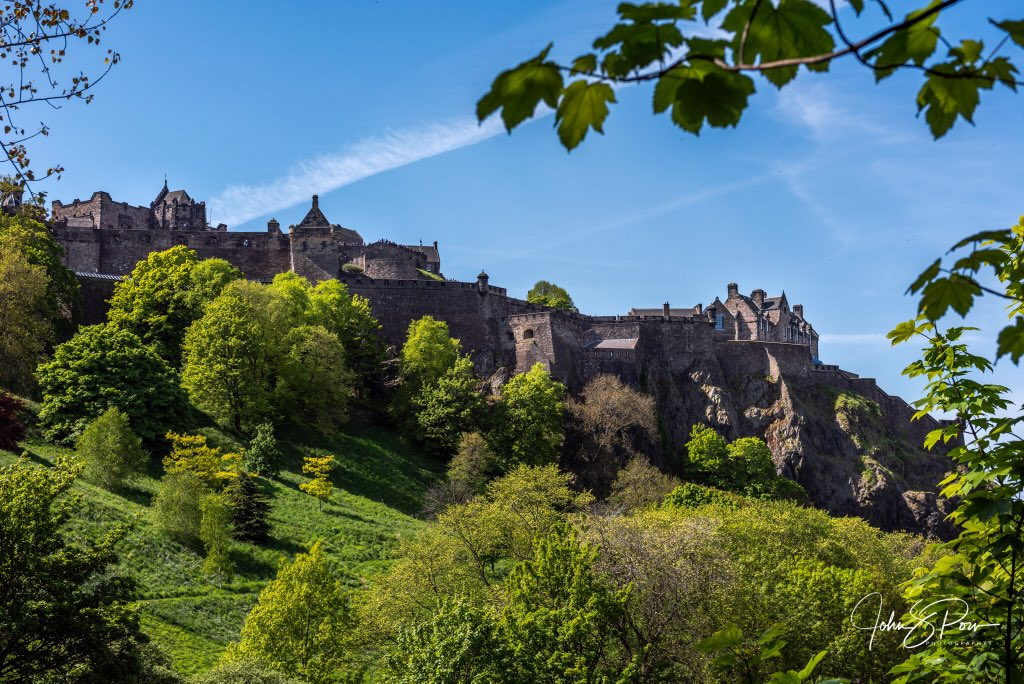RT @Johnpow1: Edinburgh Castle looking great with some early summer sunshine. https://t.co/zBupwOwRT6