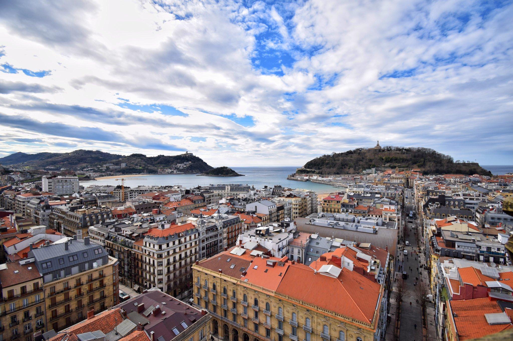 Donostia / San Sebastián . Por @EnekoGoia https://t.co/LBvbktXNUN