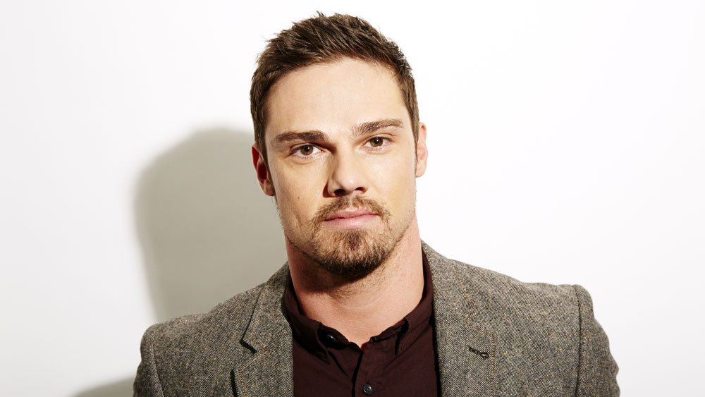 #ItChapter2 casts @JayRyan as adult Ben https://t.co/LcJcsjvdc0 https://t.co/yZKJoBzUk2