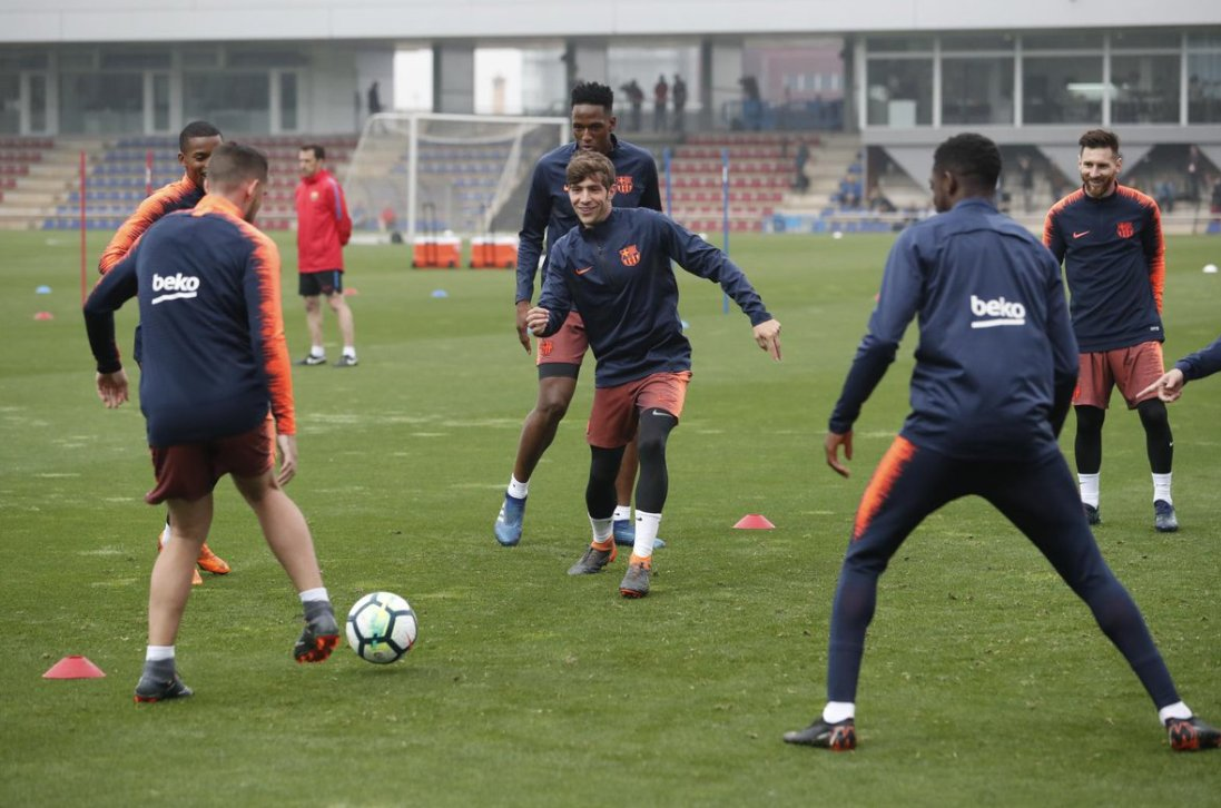 Training with the players available from the first team and Varo from  on the Tito Vilanova pitch. ���� # ForçaBarça https://t.co/Tvxz5hl3d2